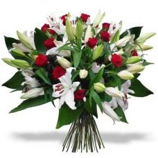 Белая лилия с красной розой
